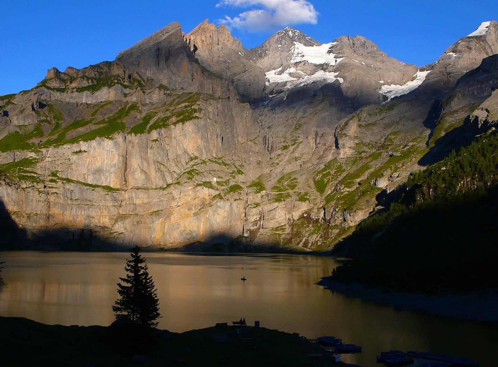 Schweizer Berge und Schweizer Seen: Oeschinensee