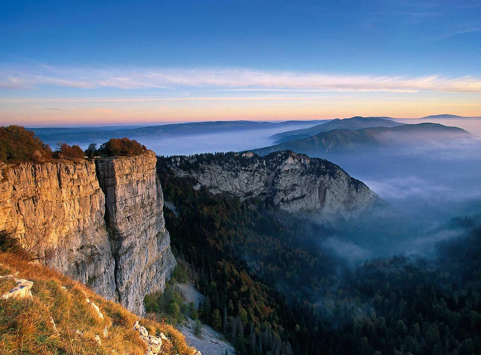 Schweizer Berge und Seen: Creux du Van