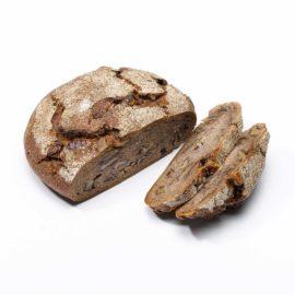 anschnitt walliser simpilär roggenbrot aus der bäckerei arnold mit sauerteig und baumnüssen