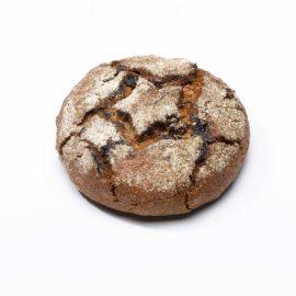 walliser simpilär roggenbrot aus der bäckerei arnold mit sauerteig und aprikosen