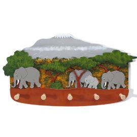 handbemalte garderobe afrika mit elefanten für kinder von weizenkorn
