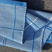 teppich karo blau weiss handgewoben grau anna saarinen